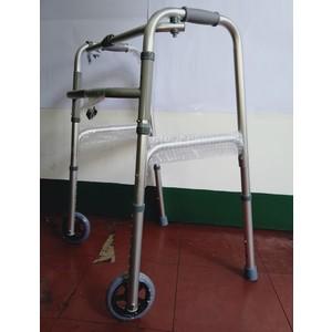 Walker with wheels / unit